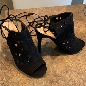 Tie up the leg or around the ankle booties